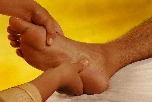 memijat kaki peria