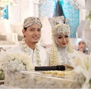 Foto pernikahan Fedi Nuril dan Vanny Widyasasti
