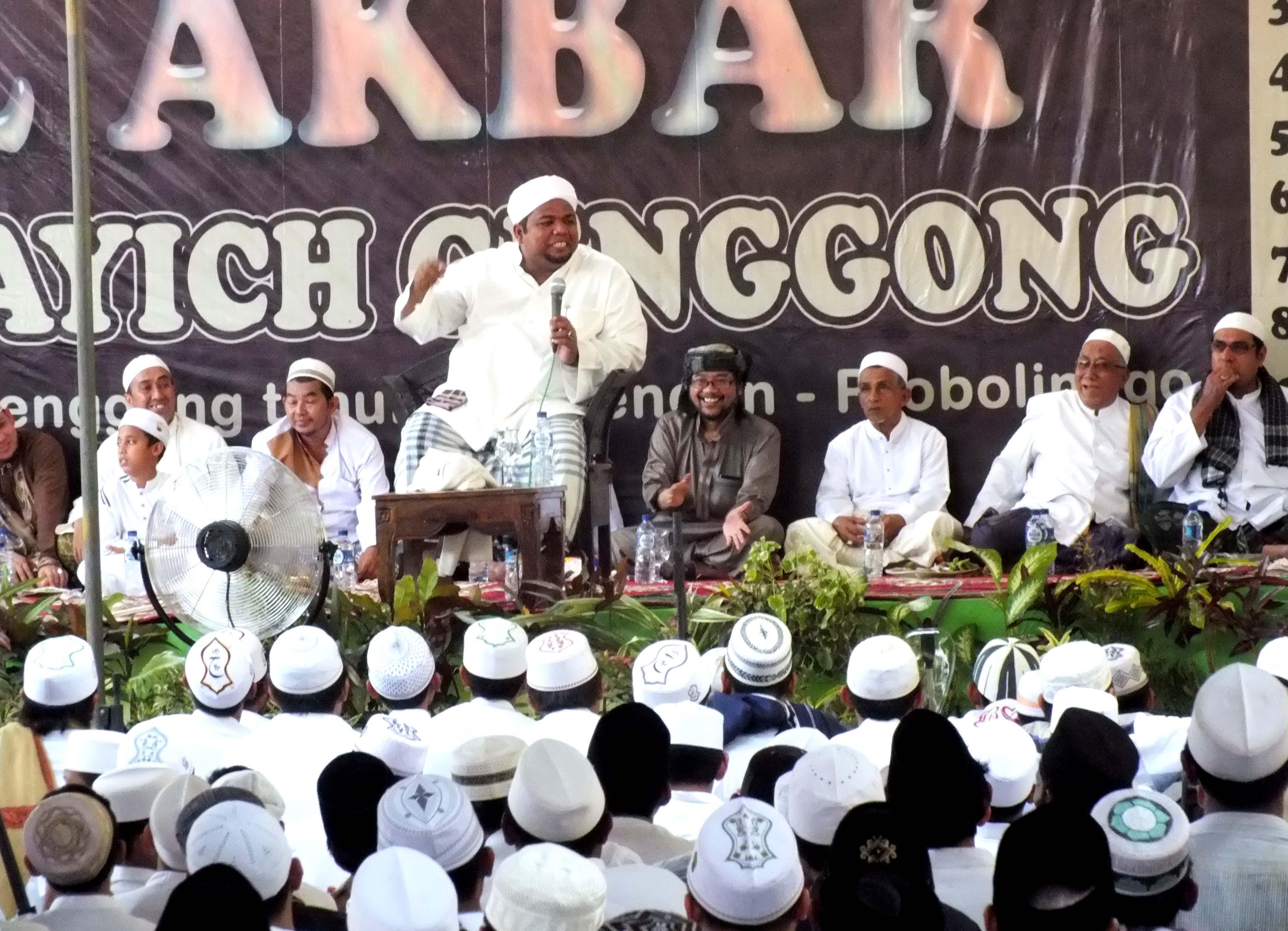 habib-hasyim-bin-abdullah-assegaf-memberikan-ceramah-pada-haul-kh