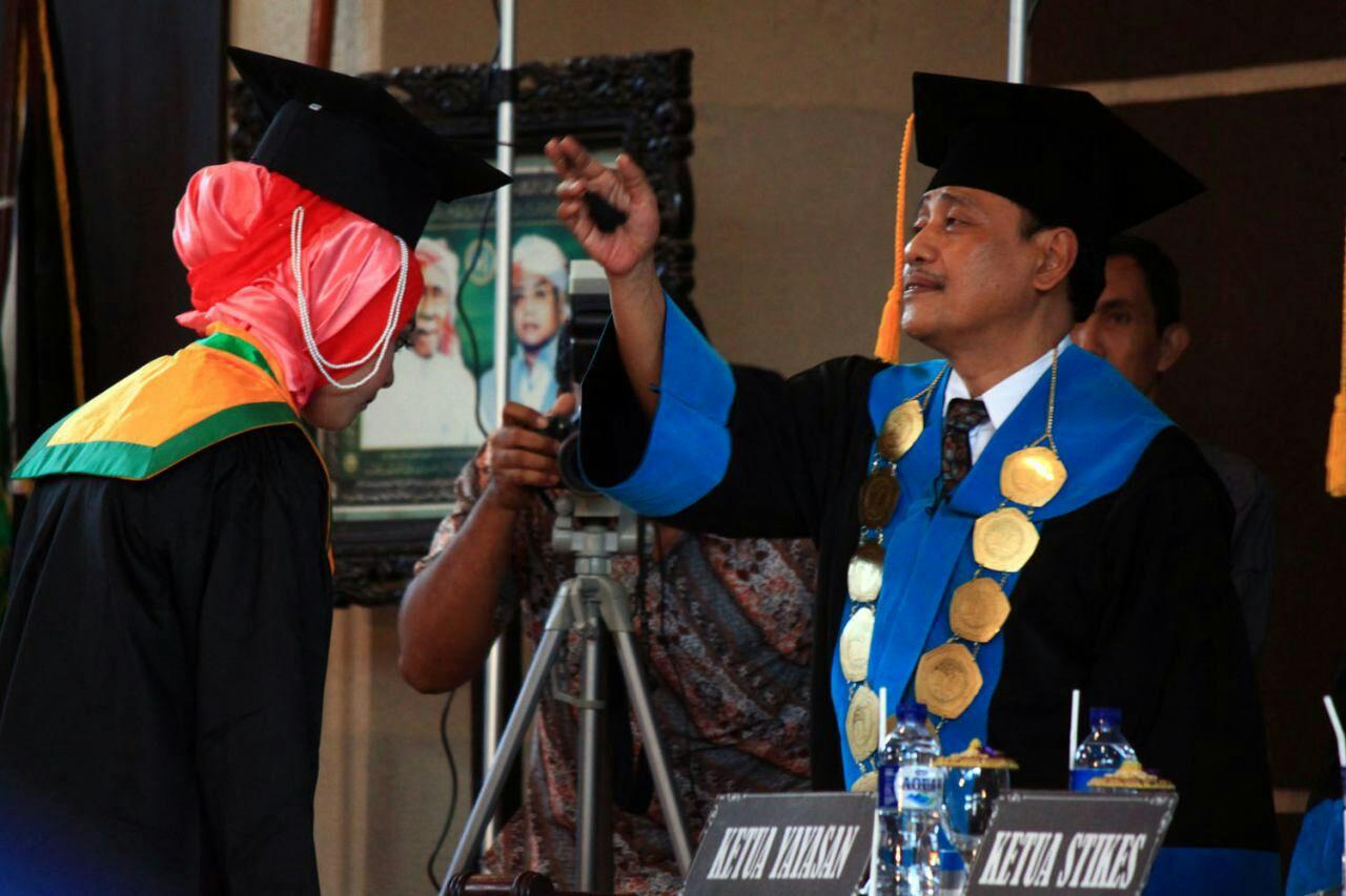 Ketua Yayasan Hafshawaty Pesantren Zaha Genggong K.H. Moh. Hasan Mutawakkil Alallah S.H, M.M