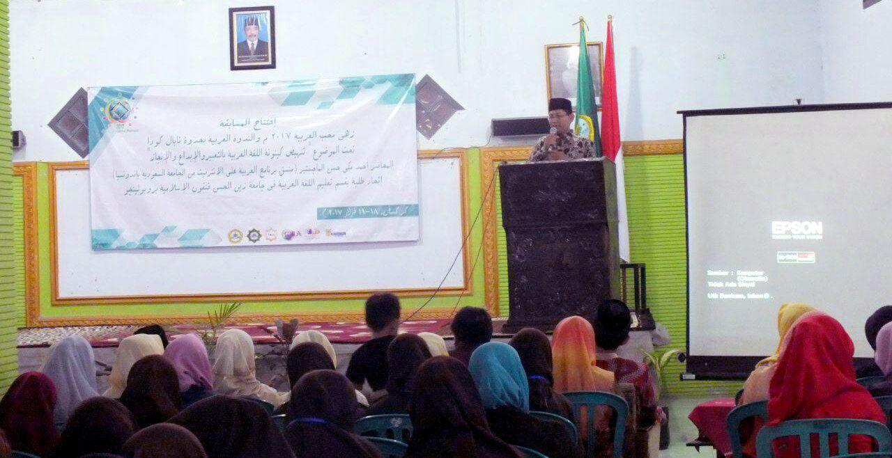 Kaprodi PBA Muhammad Sugianto M.Pd.I memberikan pengarahan kepada ratusan peserta GEMA di Aula K.H. Hasan Saifouridzall, kampus Inzah Gengong (08/02/2017).