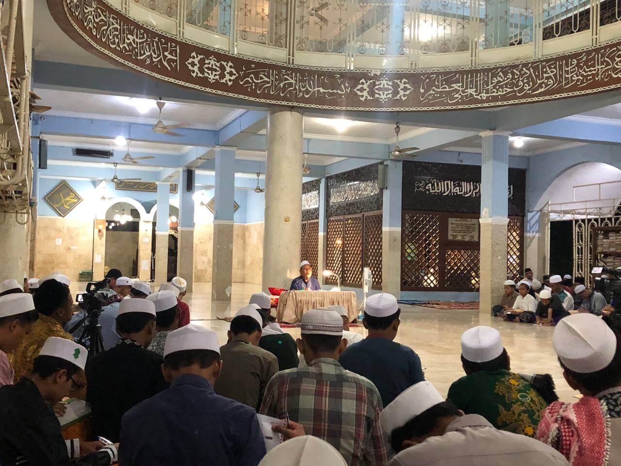 Bulan Ramadhan, Santri Genggong Mengaji Lima Kitab Kuning