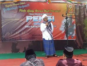Seorang siswa sedang menyampaikan ceramah agama dalam lomba